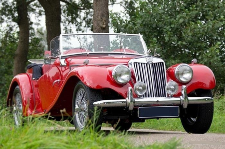 Cadence would drive a 1954 MG TF. What would cầu vồng Dash have?