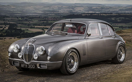 Diamond Tiara would drive a 2015 Jaguar Mk2 由 Ian Callum. What would Silverspoon have?