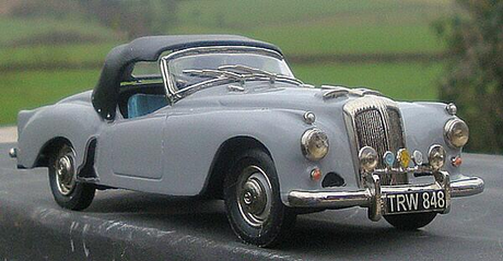 Prince Blueblood would drive a 1956 Daimler Conquest. What would Rarity have?