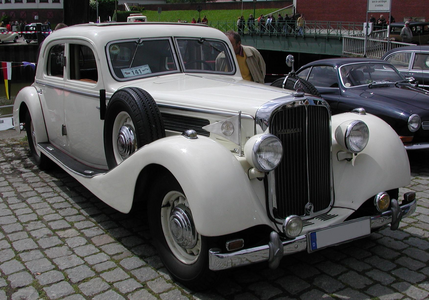 Diamond Tiara would drive a 1939 Maybach SW 42. What would Silverspoon have?