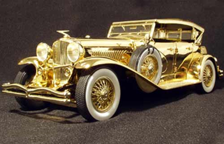 Knowing that she has the word ゴールド in her name, she would drive a golden Duesenberg SSJ. What would G
