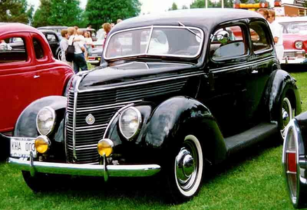 Mayor Mare would drive a 1938 Ford V8. What would Princess Cadence have?