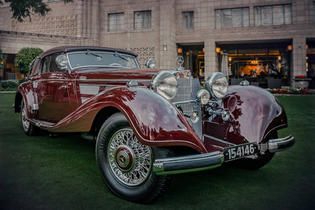 Diamond tiara would have a 1937 Mercedes 540K Cabriolet A. What would Twilight Sparkle have?