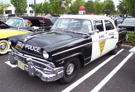 Twilight Sparkle would drive a 1956 Ford Fairlane police car. She'd be Pinkie Pie's partner. What