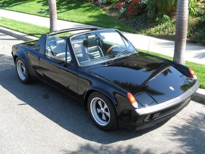 Octavia would drive a 1972 Porsche 914-6. What would Vinyl Scratch have?