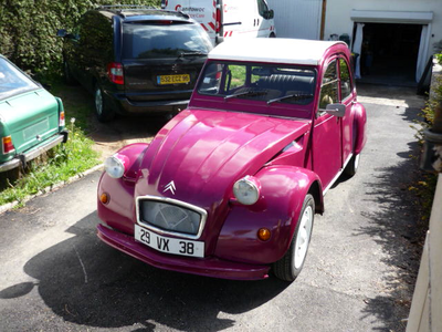 Twist would have a 1954 Citroen 2CV. What would Applebloom have?