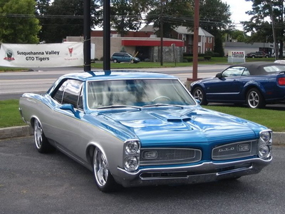 Vinyl Scratch would drive a 1965 Pontiac GTO. What would EG Scientist Twilight have?