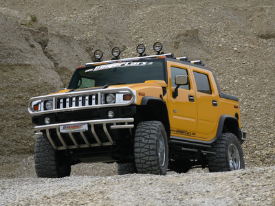 The Buffaloes would drive 2006 Hummer H2 SUVs. what would the Griffons have?