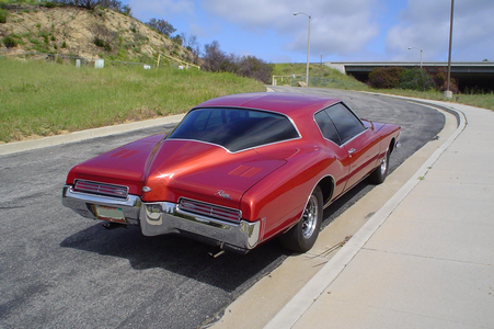 Colgate would have a 1971 Buick Riviera. What would Roseluck have?