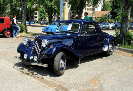 Roseluck would drive a 1940 Citroen Traction Avant coupe. What would Gilda have?