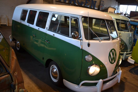 The Parapsrites would drive 1963 Volkswagen T1 vans. What would Aria Blaze have?