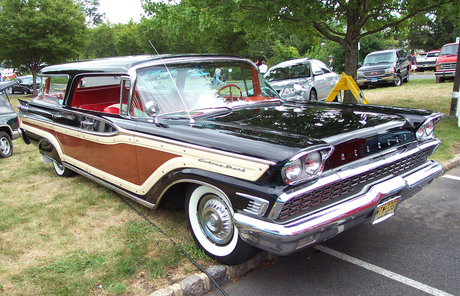 Carrot Cake would drive a 1959 Mercury Colony Park wagon. What would Carrot haut, retour au début have?