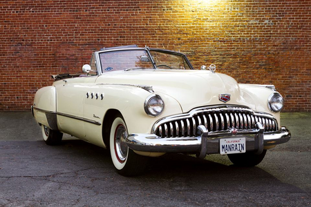 Twi would drive a 1949 Buick Roadmaster Convertible. What would 苹果白兰地 have?