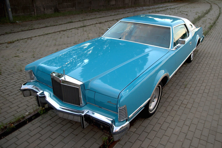 Rarity'll have a 1976 lincoln Continental Mark IV. What will Twilight have?
