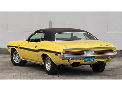 Gustav has a 1970 Dodge Challenger R/T. What does Lyra Have?