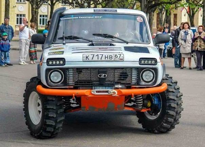 Doughnut Joe would drive a custom 1988 Lada Niva. What would Con Mane have?