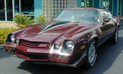 Con Mane drives a 1981 Chevrolet Camaro. What does Thuderlane have?
