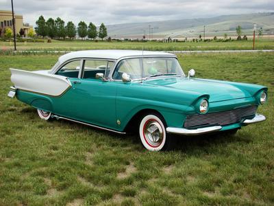 Zecora drives a 1957 Ford Fairlane. What does Diamond Tiara drive?