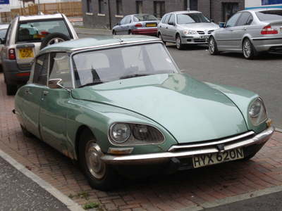 (Endless scrolling omg. :P) Bon Bon would drive a 1975 Citroen DS. What would Flurry corazón drive (