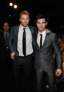 steve peacocke :) Dan is hot too kellan or taylor