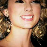 #1-Taylor smiling