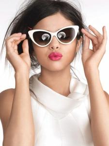 Sel Answer-Mandy Cornett/Teefy Sel with glasses(accessory).