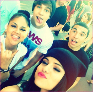 with austin mahone!!! ans: JUSTIN BIEBER!!!!!!!!!!!!!!!!!!!!!!!!!!!!!!!!!!!!!!!!!!!!!!!!!!!!!!!!!!