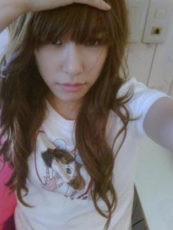 <i> Tiffany I command a picture of Your bias doing aegyo ^_^ </i>