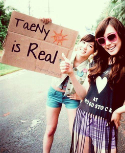 <i> Sooyoung With Avril http://twitpic.com/show/large/8hn599 TaeNy is Real I command a picture