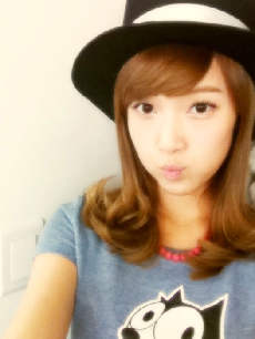 <i> Jessica! I command a picture of Jessica and Donghae! <3 </i>