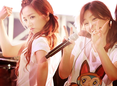 <i> TaeNy <3 I command a picture of Taeyeon and Sica ^^ </i>