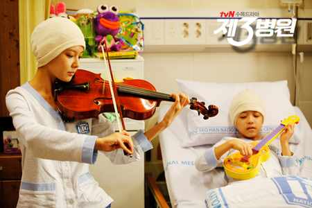 <i> Sooyoung in the 3rd Hospital I command a pic of yuri and lee jong suk </i>