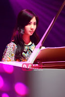 Seohyun playing the piano: I command a Picture of Tiffany from Hoot