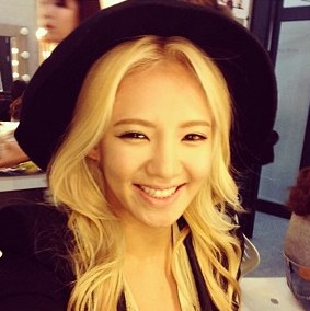 Selca of Hyoyeon, which is also part of your प्रोफ़ाइल pic btw I command a picture of Yoona with ban