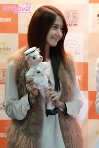 yoona with stuffed toy अगला i command a picture of tiffany without makeup