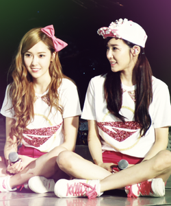 JeTi I command a pic of Taeyeon wearing a हार