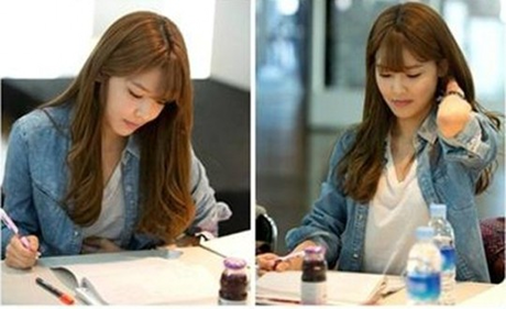 It was quite hard finding it, but here it is a picture of Sooyoung studying :). (from her drama scrip
