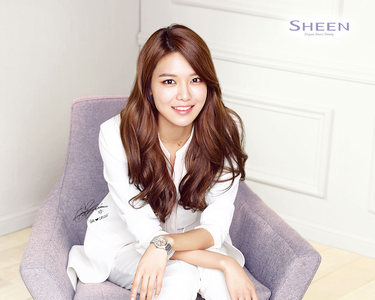Sooyoung I command a pic of your bias in गाउन