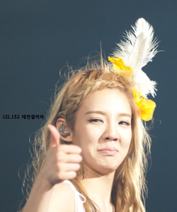 Hyoyeon making a funny face! I command a picture of Jessica from Jessica&Krystal.
