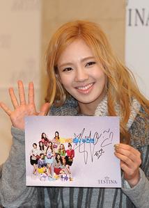 [i] Like <333 Blonde Hyoyeon rocks!! XD [/i]