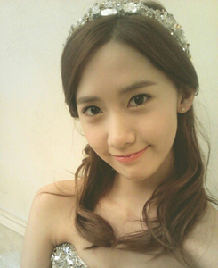[i] Like <333 Amore this hairstyle of Yoona ^^ [/i]