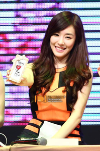 [i] Like (even though I Amore Tiffany with red hair, I Amore her hair like this ^^ <333) [/i]
