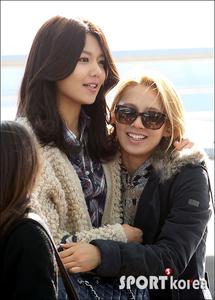 Hyoyeon with Sooyoung (my favorito! Hyoyeon couple)