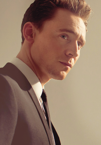 [b]Tom Hiddleston[/b]