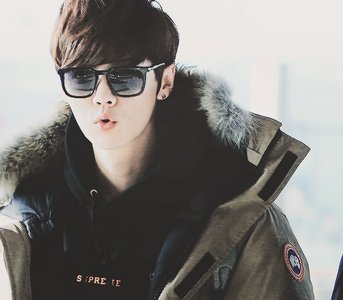 [i]Round 3 CLOSED [b]Round 4 OPEN:Post a picture of your 9th bias with sunglasses[/i][/b]