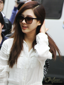 <i> <b>ROUND 2: Your 5th Soshi Touching her Hair [OPEN] </b></i>