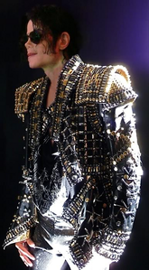 The real litrato is this one: http://images6.fanpop.com/image/photos/37200000/Michael-Jackson-michae
