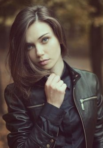 -Name: Pakota Jillian Silvver -Age: 16 1/2 -Gender: Female -Nickname: PJ atau Kota -Faction: Dau