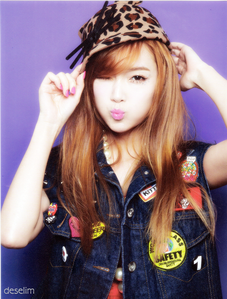 Jessica I command a pic from Yuri wearing a स्कर्ट
