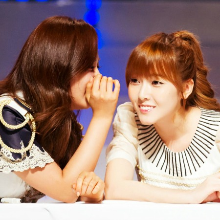 [i]Here ^^ I Command a picture of YoonSicFany on red carpet[/i]